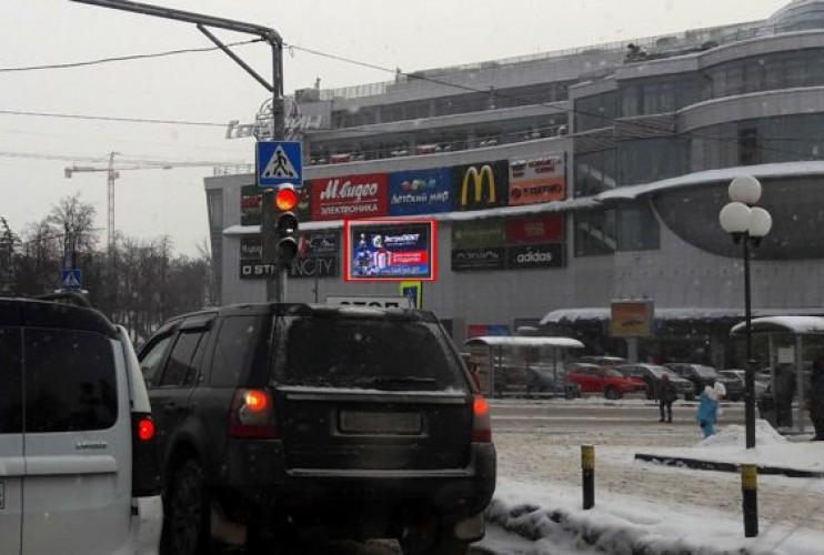 М.О. г. Ивантеевка, Советскому проспекту 2А на фасаде ТЦ Гагарин